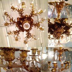 lustre louis XV bronze en massif dorée ,dix huit bras de lumières . XX siècle .