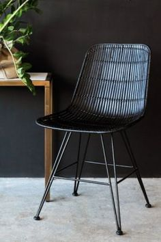 An unusual design, the Black Rattan Dining Chair brings a natural style to your decor & will look fab with a dining table of your choice. Dining Table Rug, Rattan Dining Chairs, Black Dining Chairs, Outdoor Furniture Chairs, Outdoor Dining Chair Cushions, Mid Century Dining Chairs, Wicker Furniture, Console Table, Black Rattan Chair