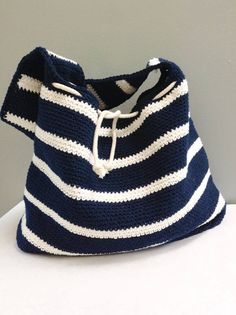 Crochet Bag Pattern, The Savannah Summer Tote in 2 Sizes, Crochet Handbag Pattern, Beach Bag Pattern, Crochet Purse Pattern Bag Crochet, Crochet Shell Stitch, Crochet Motifs, Crochet Handbags, Crochet Purses, Crochet Blanket Patterns, Slouch Bags, Simple Bags, Easy Bag