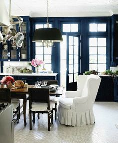 I like the design, but why does the head of the table get to be so comfortable at dinnertime. LOL Windsor Smith Home - Gorgeous white blue black kitchen design with glossy blue walls and white penny tile marble floors Navy Walls, Black Walls, Home Design, Interior Design, Interior Office, Design Hotel, Kitchen Interior, Interior Ideas, Modern Interior