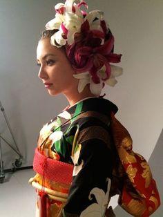 Yukata Kimono, Kimono Japan, Kimono Dress, Japanese Kimono, Japanese Hair, Japanese Wedding, Japanese Modern, Traditional Fashion, Traditional Outfits