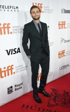 """Douglas Booth in Dolce & Gabbana - """"The Riot Club"""" Premiere 2014 Toronto International Film Festival The Riot Club, Dolce And Gabbana Suits, Douglas Booth, Gq Style, Mens Fashion Suits, International Film Festival, Suit And Tie, Robert Downey Jr, Pretty Boys"""