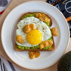 ENLIGHTEND'S crisps will make you have a sunny side up sort of day! ☀️  ☀️  ☀️   Check out Twofittwins.com to see more delish food!  ##beans #macrosfitness #igfitness  #fitness #foodie #protein #highprotein #healthylifestyle  #yummy #happiness #fiber #vegan #nongmo #cheatclean #crunchy #iifym #cheatclean #healthy #delicious #protein #macrosfitness #fitfam #crunch #love #fitspo #fitspiration #glutenfree #nongmo #highprotein  #enlightened #eatenlightened #avocado #glutenfree #eggs #toast…