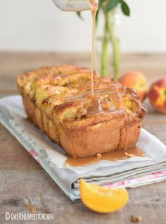 Pfirisch Faltenbrot - Peach Almond Brittle Pull Apart Caramel Bread   Das Knusperstübchen