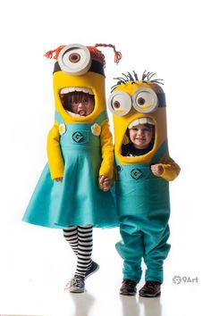 Step by step instructions on how to make minion costumes, both girl and boy minion costumes. Best handmade minion costume ever! Handmade Halloween costume