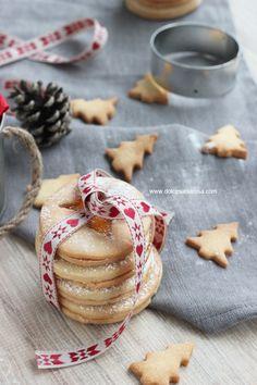 Biscotti natalizi http://www.dolcesalsarosa.com/2013/11/sables-con-marmellata.html