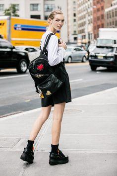 Street style à la Fashion Week printemps-été 2017 de New York model off duty