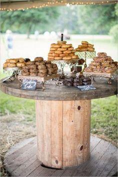 30 Perfect Ideas for A Rustic Wedding rustikale Hochzeit Donut Bar / www. Donut Bar Wedding, Wedding Food Bars, Wedding Catering, Wedding Day, Wedding Reception, Diy Wedding Benches, Wedding Food Tables, Cupcake Wedding Display, Trendy Wedding