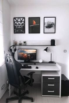 Does your work require you to sit for long hours at the computer? We've created a comprehensive list of the best computer chair for long hours of sitting. Bedroom Setup, Room Design Bedroom, Bedroom Decor, Gaming Room Setup, Desk Setup, Gaming Desk, Gaming Router, Gamer Setup, Computer Desks