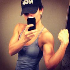 Grow #shoulders grow! #muscle #mgn #flex #gaugegirltraining #onlinecoach #gains #delts #biceps #girlswithmuscle