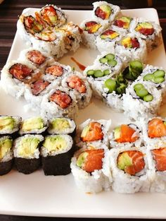 """ elegantpaws: "" cars-food-life: "" I want to try these. Hungry but too late to eat. Every time I see sushi, I end up craving it. Sushi Recipes, Cooking Recipes, Healthy Recipes, Asian Recipes, Healthy Sushi, Vegan Sushi, Healthy Eating, Healthy Nutrition, Drink Recipes"