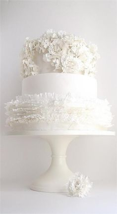Looking for a wedding cake that will stand out from all the rest? Check out these 30 impressive white wedding cake designs! All White Wedding, White Wedding Cakes, Beautiful Wedding Cakes, Gorgeous Cakes, Mod Wedding, Pretty Cakes, Cake Wedding, Floral Wedding, Perfect Wedding