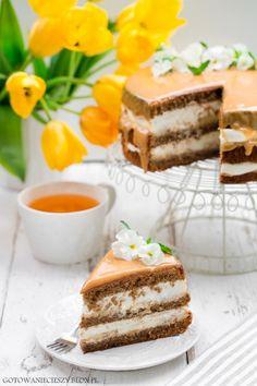 Dzisiaj mam dla Was przepis na drugi tort urodzinowy Grzegorza. Taki to ma dobrze, prawda? :) Pierwszym był tort czekoladowy z whisky i dżemem dyniowym, na który przepis znajdziecie już na blogu ( klik klik ). Ten Cake Photography, No Cook Desserts, Brownie Cake, Polish Recipes, Cakes And More, Baked Goods, Sweet Tooth, Food And Drink, Cooking Recipes