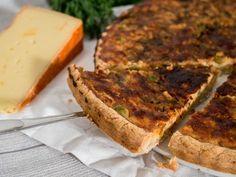 Ei niin arkinen akvaviitti-juustopiirakka Banana Bread, Desserts, Food, Eggs, Tailgate Desserts, Deserts, Essen, Postres, Meals