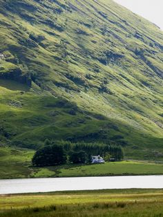 Probably one of the most photographed cottages in Glencoe. Spectacular.