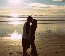 Inspiring picture beach, couple, cute, edited photo, kiss. Resolution: 500x375 px. Find the picture to your taste!