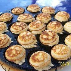 Poffertjes from Holland Uk Recipes, Dutch Recipes, Sweet Recipes, Mini Dutch Pancakes, Pancakes And Waffles, Poffertjes Recipe, Pancake Bites, Food Trailer, Breakfast Recipes