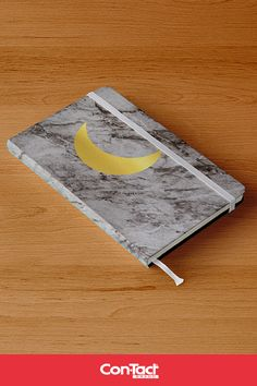 Caderno encapado com Papel Con-Tac Mármore 10 e Metalizado Ouro #caderno #DIY #marmore #envelopamento #papelcontact #dourado #DIYcaderno #escolar #papelaria #plasticoadesivo #ideias #agenda