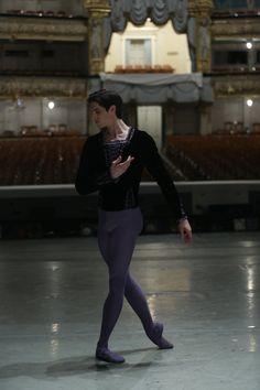 Male Ballet Dancers, Ballet Boys, Dance Tights, Ballet Fashion, Professional Dancers, Royal Ballet, Boy Costumes, Dance Photography, Figure Studies