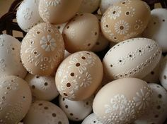Egg Crafts, Diy And Crafts, Eastern Eggs, Carved Eggs, Diy Ostern, Egg Designs, Easter Projects, Seashell Art, Egg Art