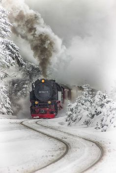 ❦ Tren vapor del Harz by Aitor Ruiz de Angulo~ Steam Train~Harz Steam Train, Brockenhaus, Saxony-Anhalt, Germany. Winter Scenery, Old Trains, Snow Scenes, Winter Beauty, Jolie Photo, Steam Locomotive, Train Tracks, Train Rides, Winter Time
