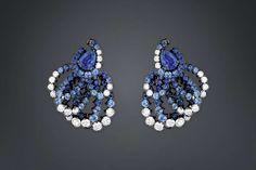 La collezione di alta gioielleria Archi Dior - Orecchini con zaffiri