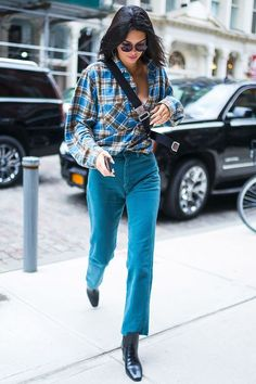 The best dressed celebrities from the weekend - Kendall Jenner wearing cool cas. - The best dressed celebrities from the weekend – Kendall Jenner wearing cool casual outfit. Kendall Jenner Style, Le Style Du Jenner, Kendall Jenner Outfits, Robert Kardashian, Khloe Kardashian, Fashion Week, Look Fashion, Fashion Tips, Fashion Outfits