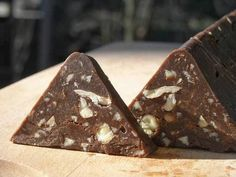 """Make Your Own Homemade Swiss Chocolate """"Toblerone"""" - Sonja's Recipes Toblerone Cake, Toblerone Chocolate, Swiss Chocolate, Chocolate Candy Recipes, Chocolate Sweets, Homemade Chocolate, Macedonian Food, Healthy Candy, Milk Cake"""
