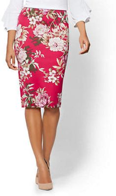 Pull-On Pencil Skirt - Floral - Avenue - New York & Company Classy Outfits, Chic Outfits, Beautiful Outfits, Fashion Outfits, Floral Outfits, Skirt Outfits, Mom Dress, Dress Me Up, Blouse And Skirt