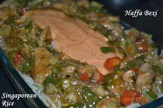 The dish I am going to share with u is soo yummacious  Made of chicken, spaghetti & rice (Similar to casserole)  Singaporean Rice  http://haffaskitchen.blogspot.com/2014/02/singaporean-rice_25.html