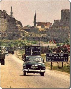 Istanbul, Look at the population. Most Beautiful Cities, Wonderful Places, Istanbul Pictures, Places To Travel, Places To Visit, Turkey History, Hagia Sophia, Grand Bazaar, Ottoman Empire