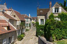 Une rue à #Senlis dans l'#Oise. #France #Picardie