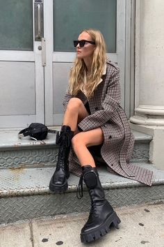 Dress For Success- How To Create A Winning Look – Fashion Trends Fashion 2020, Look Fashion, Girl Fashion, Street Fashion, Fashion Outfits, Womens Fashion, Fashion Trends, All Black Fashion, Grunge Outfits