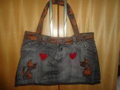 Bolsa custumizada de calça Jeans ,em pach apliquê,bordada à mão.