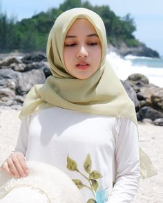 Pin Image by Prety Hijabi Beautiful Hijab Girl, Beautiful Muslim Women, Hijab Style Dress, Hijab Chic, Hijab Outfit, Arab Girls Hijab, Muslim Girls, Hijabi Girl, Girl Hijab