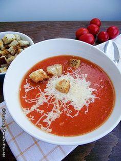 Supă cremă de roşii cu crutoane Caprese Salad, Hummus, Bacon, Food And Drink, Yummy Food, Healthy Recipes, Dinner, Cooking, Ethnic Recipes