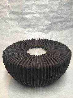 Ceramic Techniques, Pottery Techniques, Sculptures Céramiques, Sculpture Clay, Ceramic Pottery, Ceramic Art, Organic Ceramics, Keramik Vase, Pottery Designs