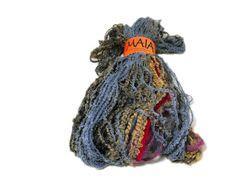 Maia: 55% acrilico - 30% nylon - 15% rayon
