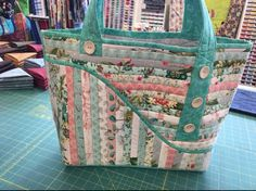 This pretty bag is an in the hoop machine embroidery design. The bag pattern design comes in three sizes, for the or hoops. Diy Bags Purses, Fabric Purses, Fabric Bags, Quilted Tote Bags, Patchwork Bags, Bag Pattern Free, Bag Patterns To Sew, Quilted Purse Patterns, Homemade Bags