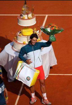 Rafael Nadal si tortul primit de ziua lui la Roland Garros