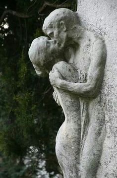 The Last Kiss, at the beautiful Zentralfriedhof Central Cemetary in Vienna, Austria. Cemetery Statues, Cemetery Art, Art Amour, Amour Éternel, Art Sculpture, The Kiss Sculpture, Erotic Art, Aesthetic Art, Oeuvre D'art