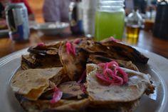 Gastronomía BajaMed en Finca Altozano, Valle de Guadalupe, BC. BajaMed Cuisine at Altozano Estate. Valle de Guadalupe, Baja California, Mexico. #bajamed #bajamedcuisinie #altozano #valledeguadalupe #mexicanwine #mexico