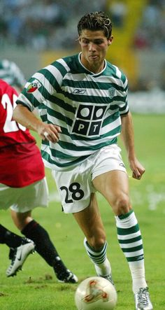 Cristiano Ronaldo playing for Sporting, August 2003