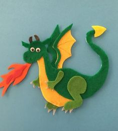 Knights and Dragons Felt Board Pattern - - Patterns for 2 standing knights, 1 knight on a horse, a royal family, a castle and 2 dragons. Felt Diy, Handmade Felt, Handmade Dolls, Felt Board Patterns, Felt Dragon, Game Of Thrones Gifts, Felt Gifts, Dragon Figurines, Dragon Pattern