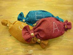 キャンディみたいな形をしたキュートなポーチ。プレゼントにおすすめ!キャンディ部分の留め金を外すと大きめのサイズに。裏地はドットなので、開けても楽しいです♪ /キャンディポーチ(CASSELINI )¥4,095- /Bivien TEL:076-231-1229/Tatemachi Christmas Collection