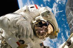 astronauta, tierra, espacio, traje espacial, órbita - Fondos de Pantalla HD - professor-falken.com
