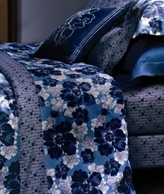 A gorgeously dramatic bed linen collection from Yves Delorme. Part of their Fall/Winter 2014 collection - Au Chaud. Egyptian cotton printed sateen 300 thread count.