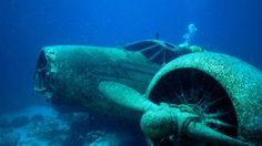 Airplanes crash wrecks underwater HD Wallpaper