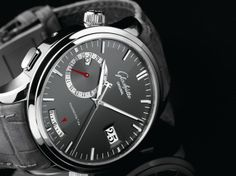 The Glashütte Original Senator Diary is the world's first mechanical wristwatch with a programmable memory of up to 30 days.