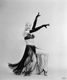 Burlesque performer Lee Sharon, 1950s